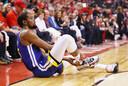 Kevin Durant grijpt naar zijn achillespees en weet dat hij de strijd moet staken.
