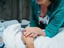 Zo gaan patiënten om met het personeelstekort in de zorg: 'Ze zouden drie handen en drie voeten moeten hebben'