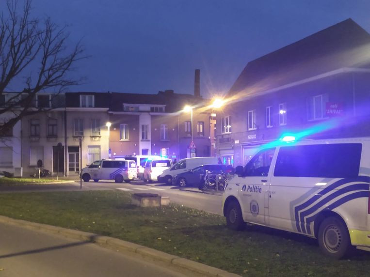 La police a arrêté les personnes impliquées dans la bagarre