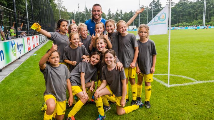 NK Schoolvoetbal: 'Winnen, winnen, winnen..., dat doe je met vriendinnen'