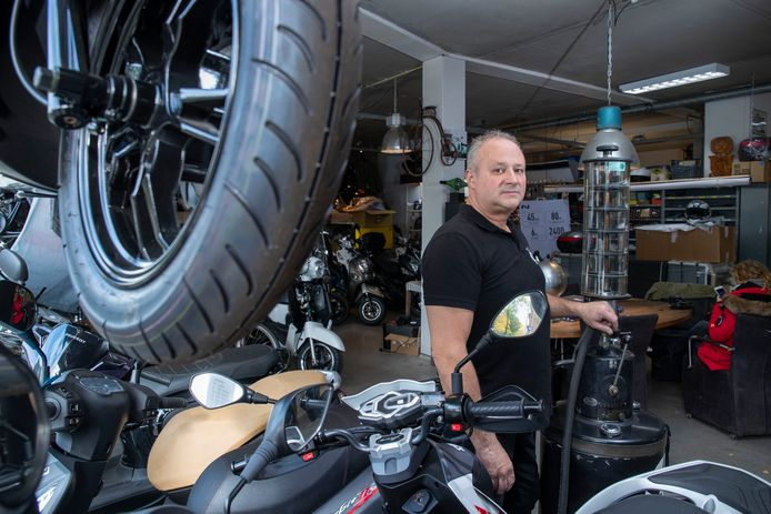 Eric van Gelder van bromfietszaak Van Gelder in Wageningen