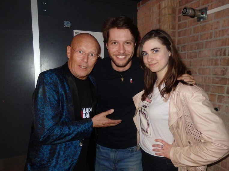 Quizmaster Koos van Dijk, zijn zoon Ray en zijn vriendin Tiffany Buijsman. Vader: 'There's no business like showbusiness' Beeld Schuim