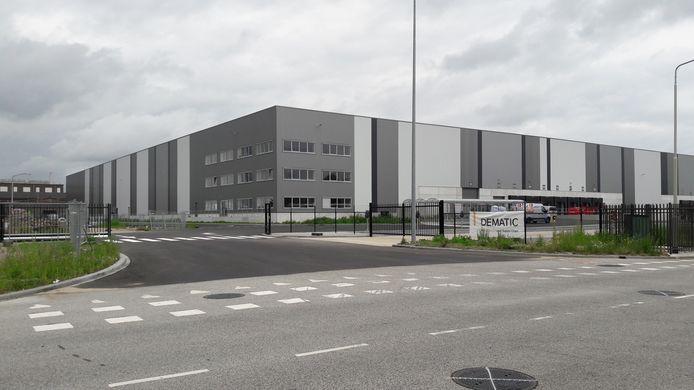 Het distributiecentrum aan Borchwerf waar Bas Logistics volgende week de sleutel van krijgt.