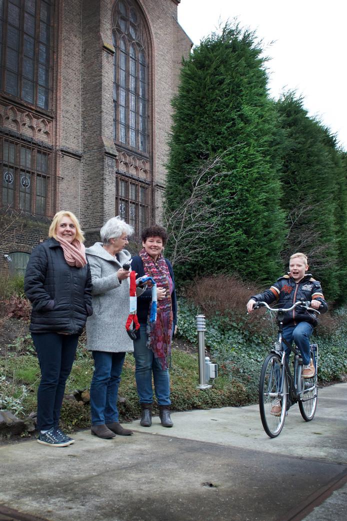 Stichting Leergeld Arnhem geeft geregeld fietsen weg aan kinderen die er om zitten te springen.
