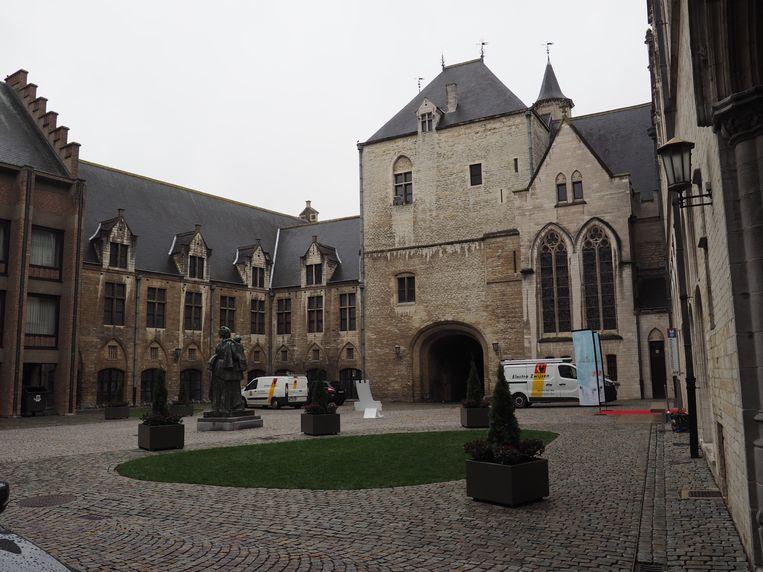 De binnenkoer van het stadhuis van Mechelen.