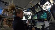Haarverzorging in de ruimte: astronaute toont de kneepjes
