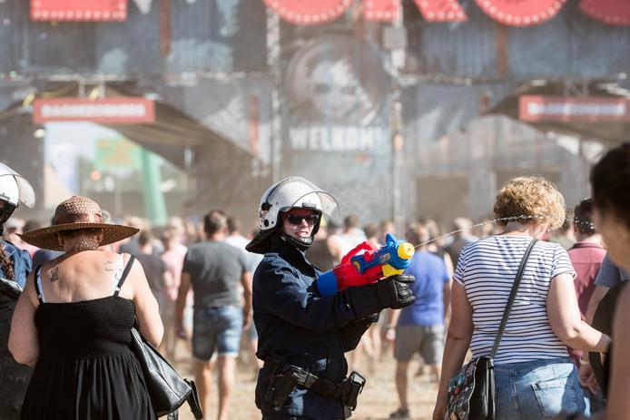 Worden festivalbezoekers sneller ziek door een slechte hygiëne? Dat gaat de Universiteit Utrecht onderzoeken.