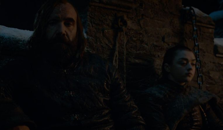 Arya en The Hound drinken dan weer op de brug.