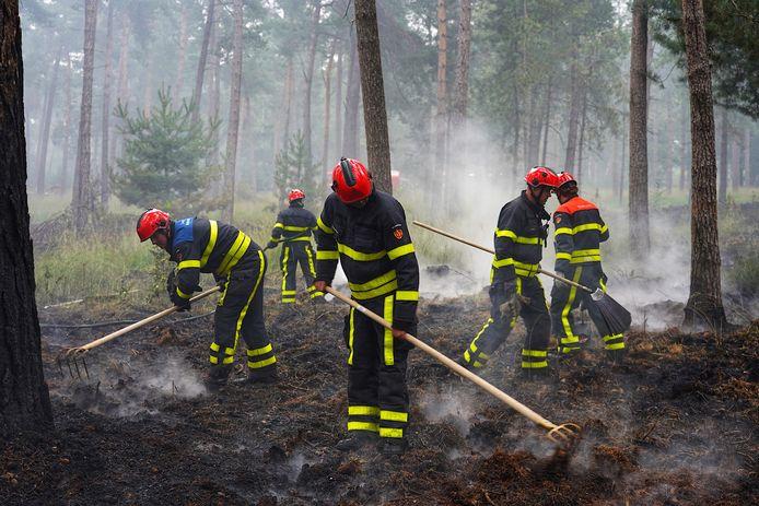 Bosbrand in de Chaamse bossen smeult nog na.