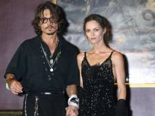 """Johnny Depp soutenu par Vanessa Paradis: """"Il n'a jamais été violent"""""""