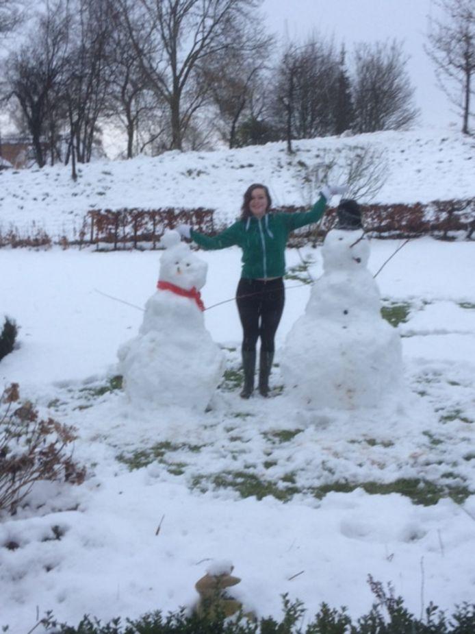 Niet één, maar twee sneeuwpoppen gemaakt!