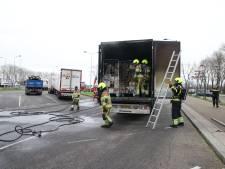 Vrachtwagen met levensmiddelen vat vlam langs A2 bij Beesd