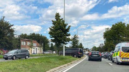 Automobilisten rijden middenberm Singel over om wegenwerken te omzeilen