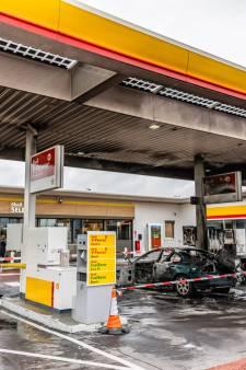 Een brandende auto vlakbij tienduizenden liters benzine: levensgevaarlijke mix?