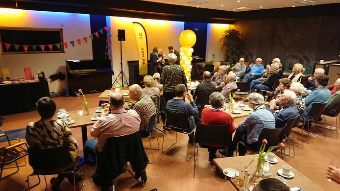 In De Reggehof is dinsdagavond het Alzheimer Café Goor geopend. De eerste bijeenkomst werd druk bezocht.
