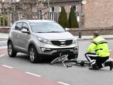 Fietser gewond naar ziekenhuis na aanrijding in Sint Jansteen