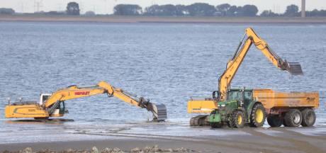 Extra controles bij strandje Perkpolder, mensen houden zich niet aan de regels