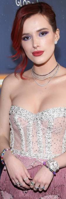 Disneyster Bella Thorne wordt gechanteerd en plaatst daarop eigen naaktfoto's