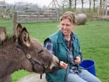 Sabine Peters komt  helemaal tot rust op de kinderboerderij in Elst