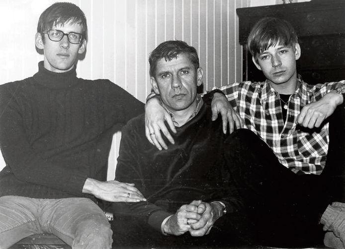 Teigetje en Woelrat met in het midden Gerard Reve.