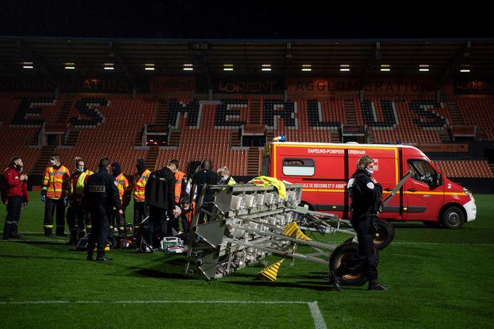 Een terreinverwarmer in het Stade du Moustoir viel na afloop van de wedstrijd op de 38-jarige terreinknecht.