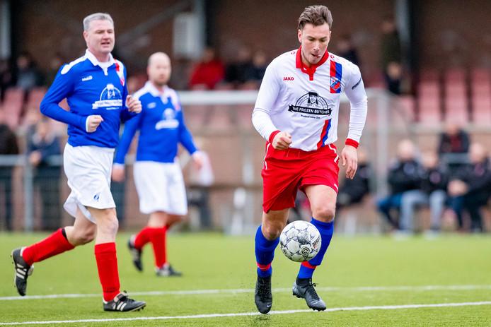 Bryan van Delft maakte de enige goal in de nieuwjaarswedstrijd tegen de oud-selectie van Koudekerk.