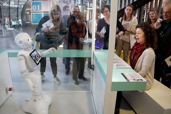 Een humanoïde robot met de naam Pepper.