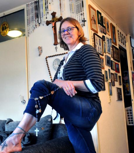 Marijke verzamelt rozenkransen: 'Ooit ruilde ik er zelfs eentje tegen een sekspop'