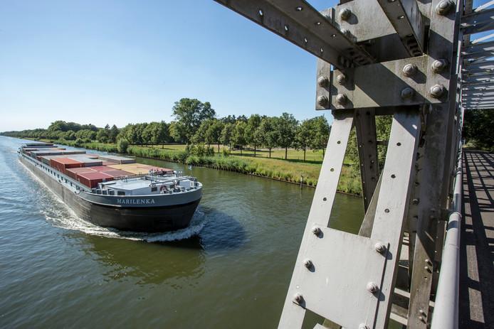 Lochem waarschuwt in aanloop naar hittegolf tegen het zwemmen in rivieren en kanalen. Levensgevaarlijk en verboden aldus de gemeente en Rijkswaterstaat.