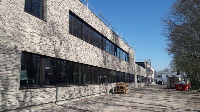 Nieuwbouw van het Strabrecht College in Geldrop. Het gebouw wordt na de zomervakantie in gebruik genomen.