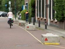 Betonblokken in Baarnse Hoofdstraat zorgen voor 'verbazing en enig ongeloof', D66 stelt vragen