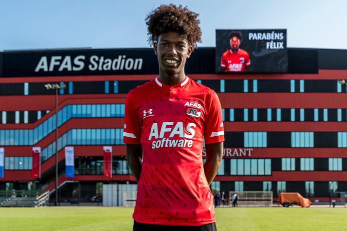 Felix Andrade Correia voor het AFAS Stadion van AZ.