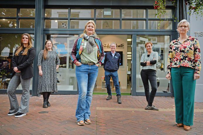 Het team van Stichting Almelo Promotie. (vlnr:) Sanne Jacobsen, Jimberly Langeveld, Marianne van de Steeg, Gerard Kemna, Petra Dijkstra en Diana van Os.
