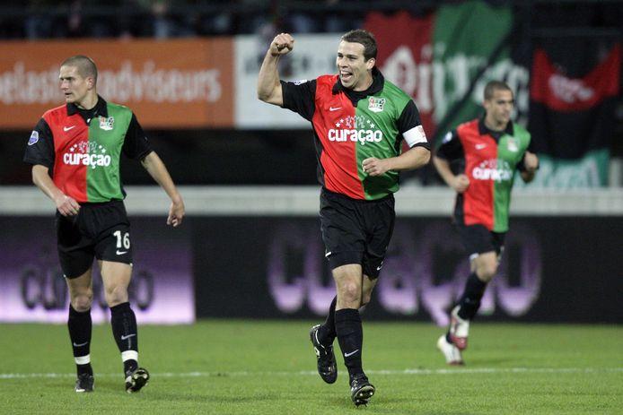 Peter Wisgerhof als aanvoerder van NEC na het scoren van de openingstreffer (1-0) tijdens een eredivisiewedstrijd tegen PSV.
