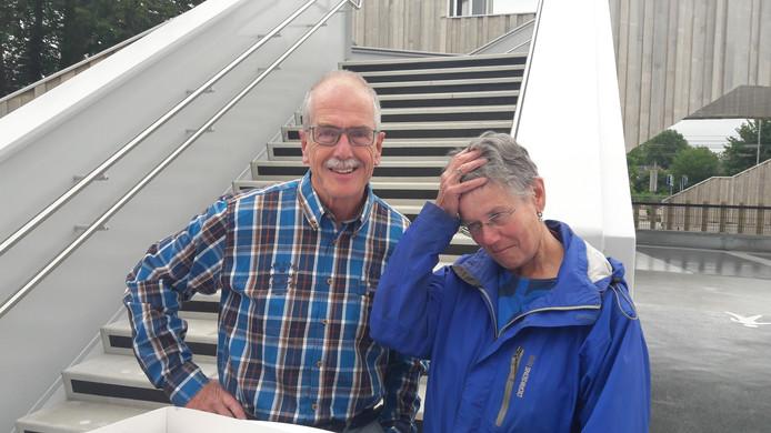 André en Marjo Weel uit Dieren waren de eerste gebruikers van de nieuwe parkeergarage in hun dorp.