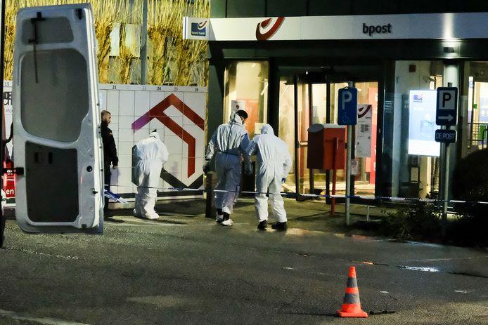 Het labo van de federale politie voerde een sporenopname uit op beide locaties zoals hier in Zaventem.