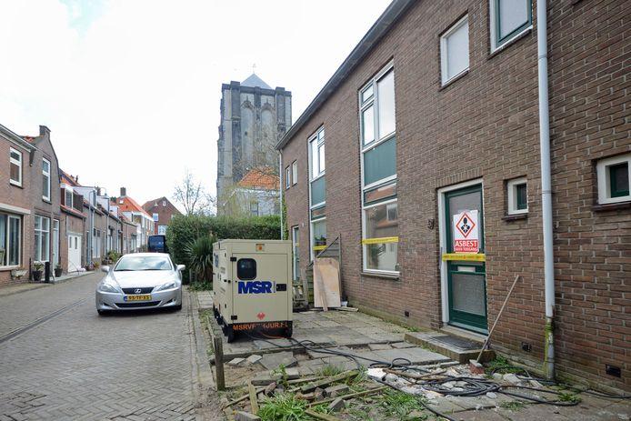 De verouderde woningen aan de Karnemelksvaart in Zierikzee worden gesloopt en vervangen door energie-zuinige huizen voor starters.