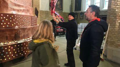 Tom Waes bouwt grootste taart in Heilig Hartkerk