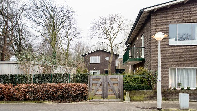 In de tuin van de voormalige dienstwoning bij het Muiderpoortstation mag niet worden gebouwd Beeld Marijke Stroucken
