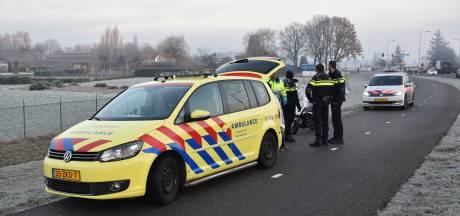 Scooterrijder naar het ziekenhuis na botsing met fietser in Nederasselt