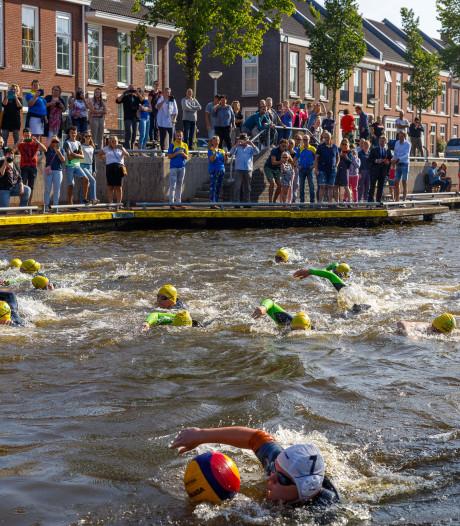 Zwemmers gestart voor 200 kilometer lange tocht door de Kop van Overijssel