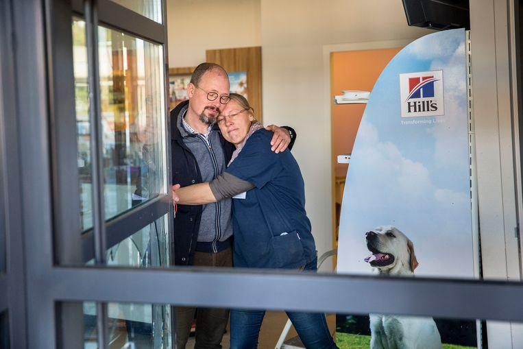 Eigenaar van de dierenkliniek: Jan-Willem van den Bosch, samen met zijn vrouw en mede-eigenaar Leonieke  Beeld Arie Kievit