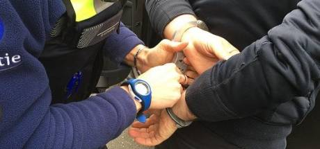Inbrekers dreigen met koevoet nadat ze betrapt worden