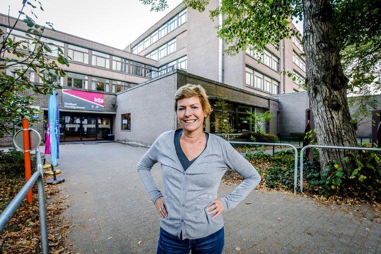 Ook directeur Mania Van der Cam is het niet eens met de beslissing. Ze verzamelde de handtekeningen van alle Brugse schoolinstanties om een brief te sturen naar minister Hilde Crevits en staatssecretaris Theo Francken.