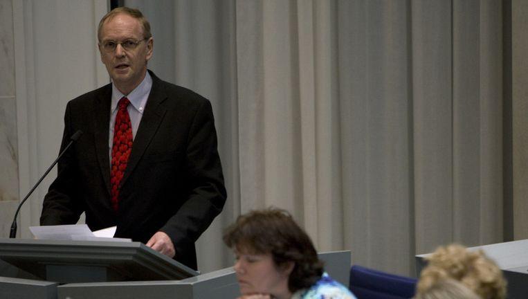 PVV-lijsttrekker Raymond de Roon houdt een toespraak tijdens de installatie van de nieuwe gemeenteraad van Almere. De PVV was met negen zetels de grote winnaar van de gemeenteraadsverkiezingen van 3 maart, maar zit niet aan de onderhandelingstafel. Foto ANP Beeld