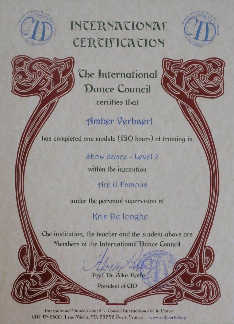 Het UNESCO-certificaat dat Amber in drievoud ontving.