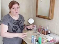 Kelly (36) ruikt altijd naar rotte vis door zeldzame ziekte