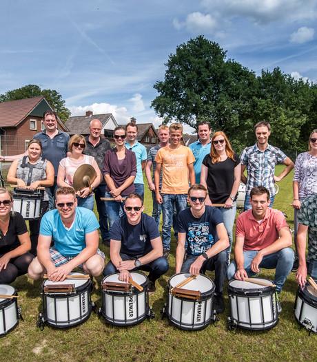 Drumband Caecilia uit Saasveld doet gooi naar goud op Wereld Muziek Concours