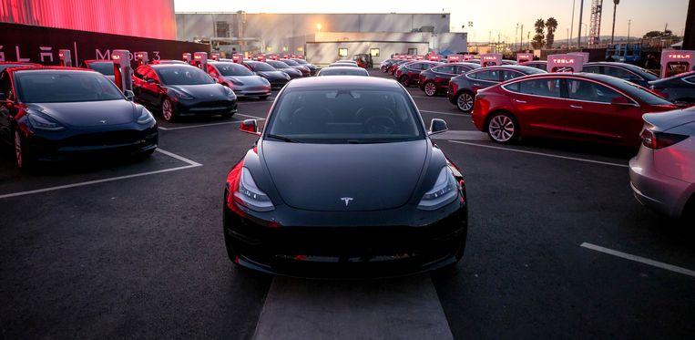 Model 3 van Tesla heeft door opstartproblemen zijn weg naar de markt nog niet gevonden. Beeld REUTERS