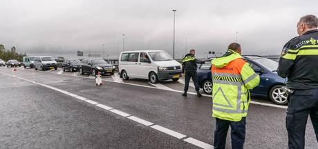 15 bestuurders op de bon na negeren rood kruis na ongeval knooppunt Princeville in Breda